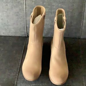 UGG light brown shade short boots size 7